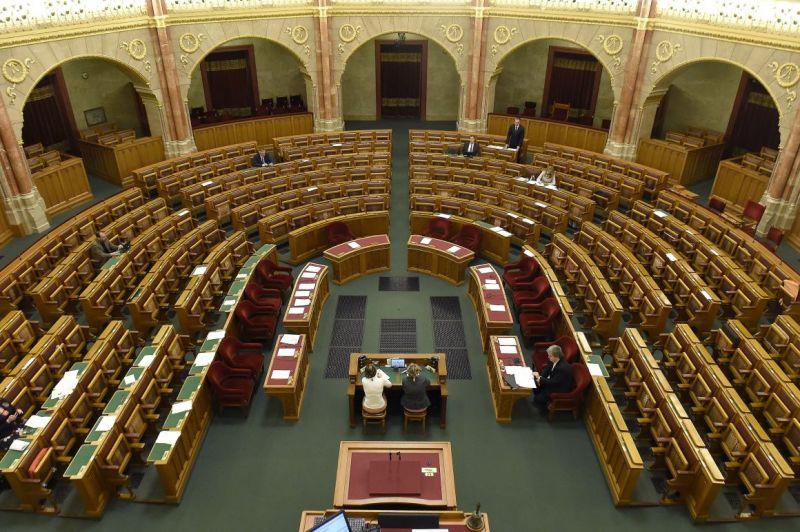 Összesen hét képviselő ment ma be dolgozni a Parlamentbe