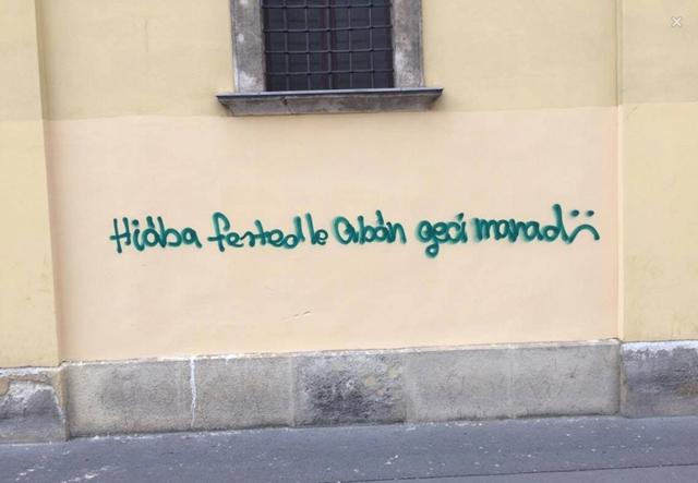 "Kitört a graffitiháború Budapesten: ""hiába fested le, Orbán g..i marad"""