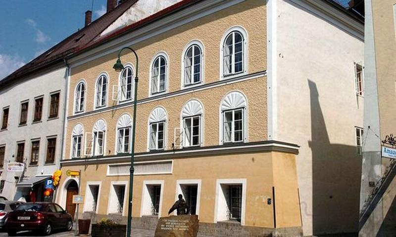 Mégsem bontják le Hitler szülőházát