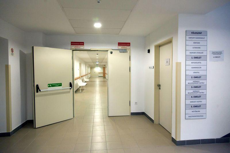 Kórházi vécé szemetesébe dobta újszülöttjét egy anya