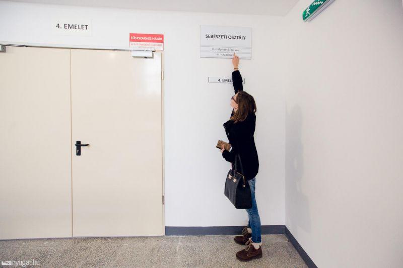 A frissen felújított körmendi kórházban két méter fölé tették a Braille-írást