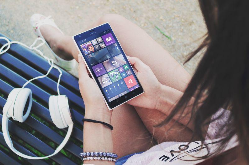 Tovább okosodnak a telefonok jövőre