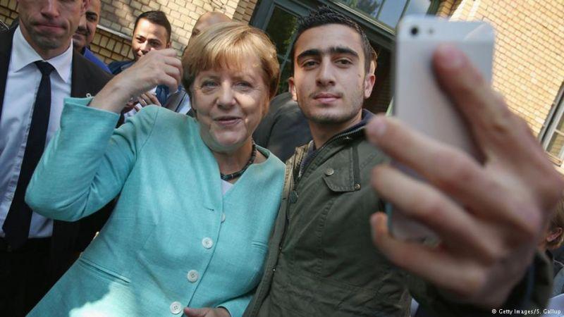Perli a Facebookot a menekült, aki Merkellel fotózkodott