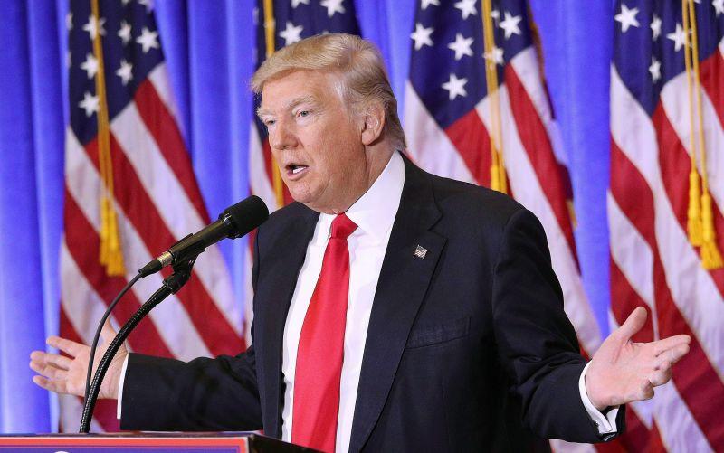Alaposan beégett Trump az újságírók előtt