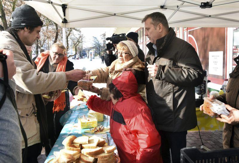 3000 adag meleg ételt oszt szét ingyen az MSZP