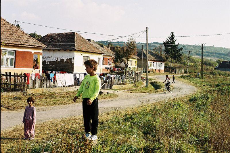 Húsvéti csomagot kaptak a gyerekek a legszegényebb magyar faluban