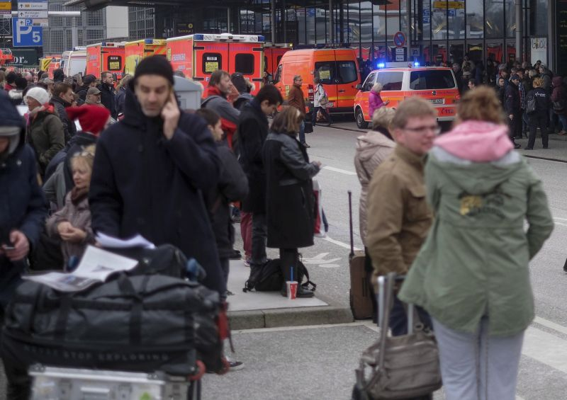 Ötvennél is többen lettek rosszul a hamburgi reptéren – paprikaspray lehetett