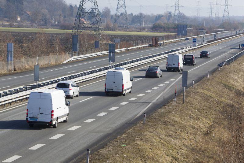 Buszbaleset: Magyarországra ért az áldozatok holttestét szállító konvoj