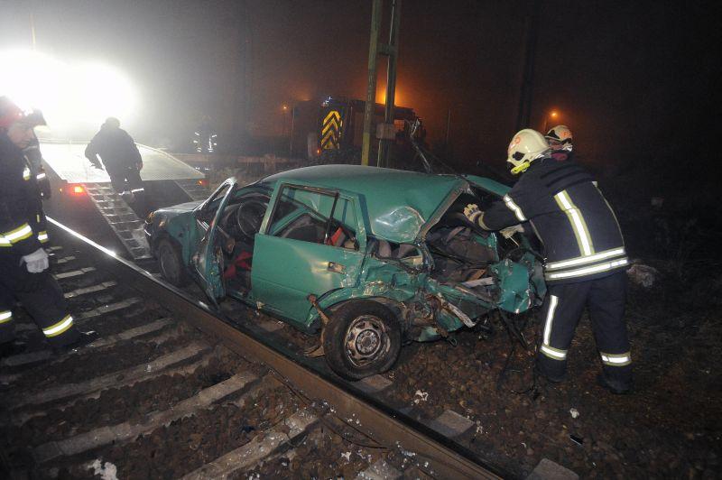 Személyautó és vonat ütközött össze Üllőnél – fotók