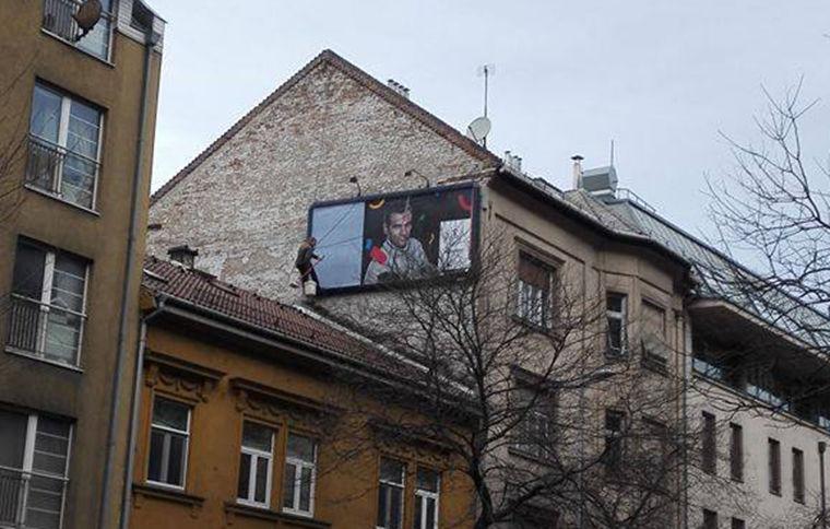 Máris elkezdték letakarni az olimpiát népszerűsítő plakátokat