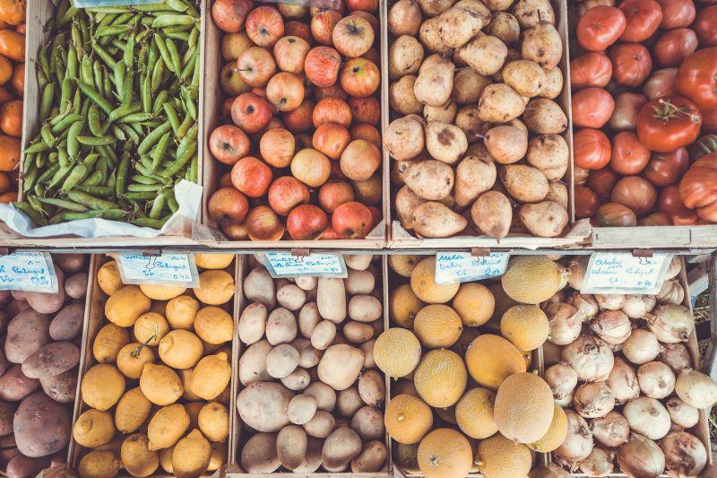 Kenyér, gyümölcs, baromfi – nagy áremelés várható idén