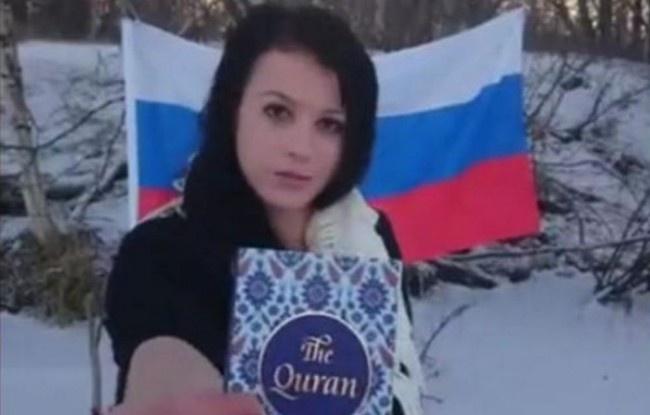Levizelte és felgyújtotta a Koránt egy fiatal nő – letartóztatták