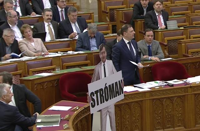 Mészáros Lőrinc stróman képében jelent meg a Parlamentben