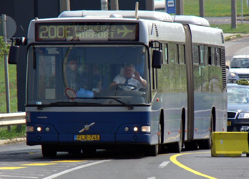 Megtagadta a buszvezető az utazást a kerekesszékestől