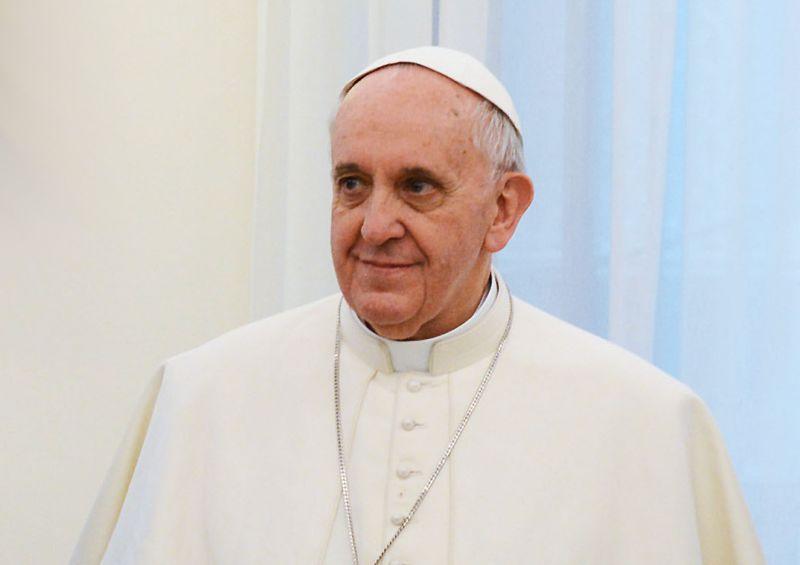 Ferenc pápa házas férfiakat is hívna katolikus papnak