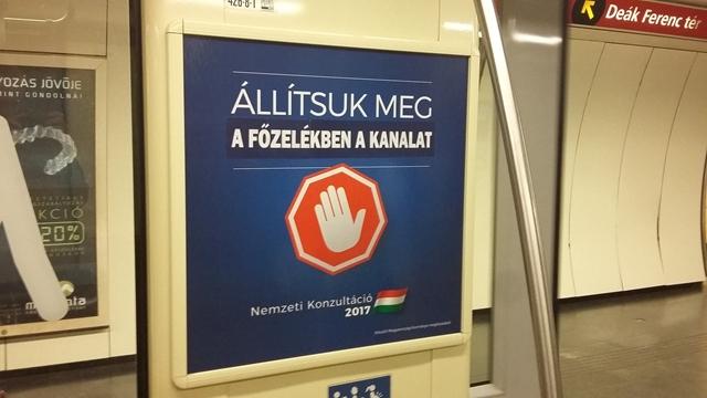 Vicces üzeneteket kap a kormány a Brüsszel-ellenes plakátokon