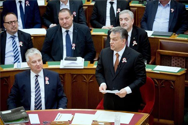 Orbán lecsicskázta Vonáékat a parlamentben