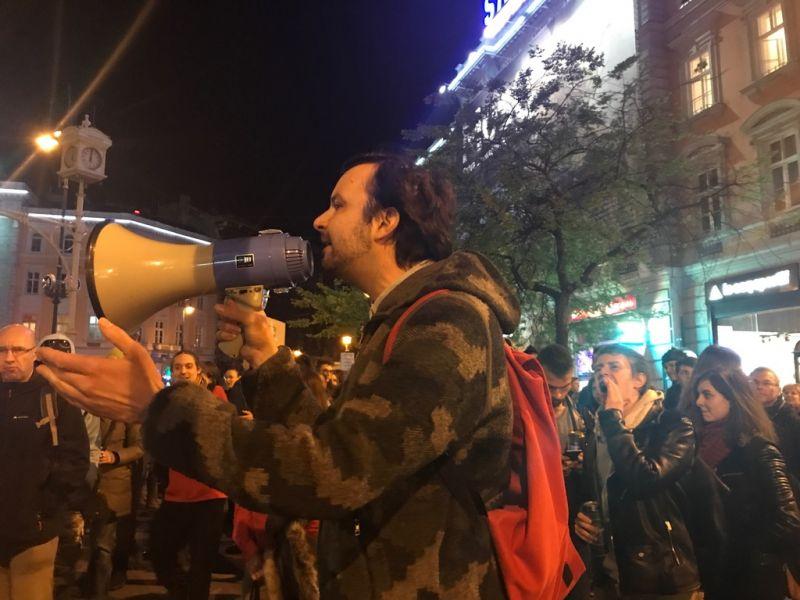 A Kossuth térről a belvárosba tart a tömeg