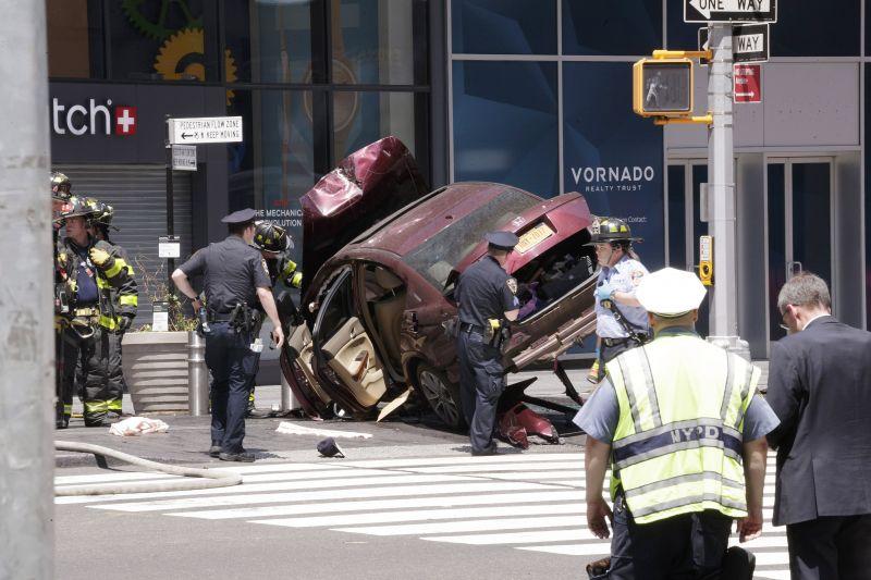 Járókelők közé hajtott egy autóNew Yorkban