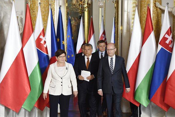 Orbán: a V4-ek összefogása nélkül még ma is százezrek áramlanának Európába