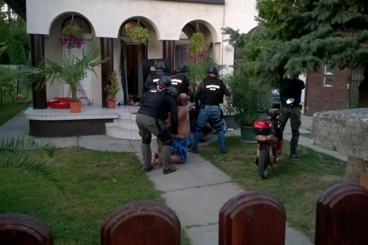 Embercsempészeket kapcsoltak le Szegeden