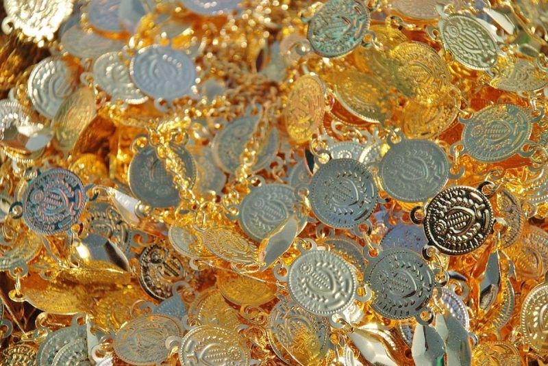 Több mint egy kilogramm aranyat foglaltak le a pénzügyőrök Röszkén