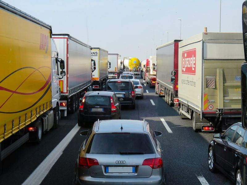 Öt kilométeres a torlódás az M1-esen Budapest felé