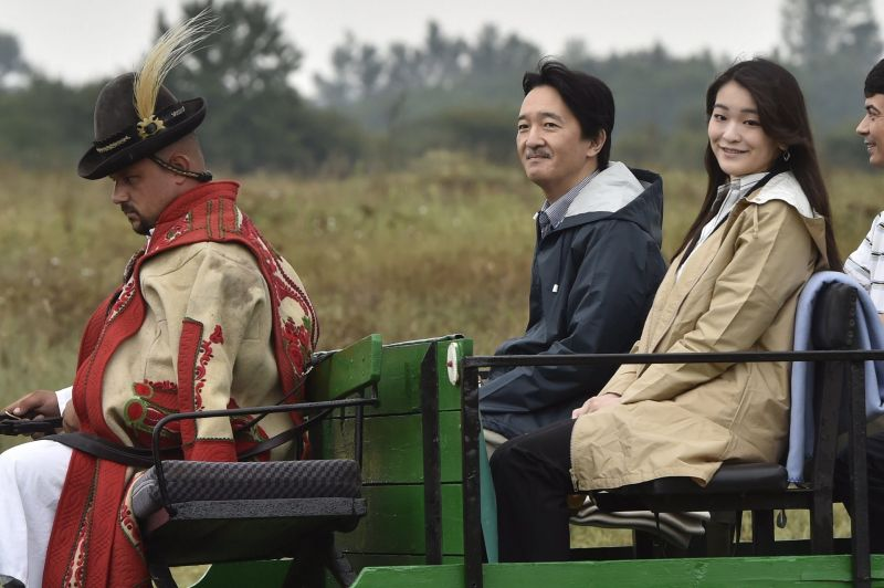 Ön elhiszi, hogy a képen látható férfi az apja a japán hercegnőnek?