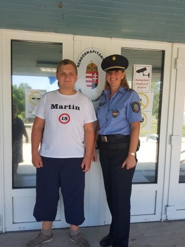 Rendőrök teljesítették a fogyatékkal élő Martin szülinapi kívánságát