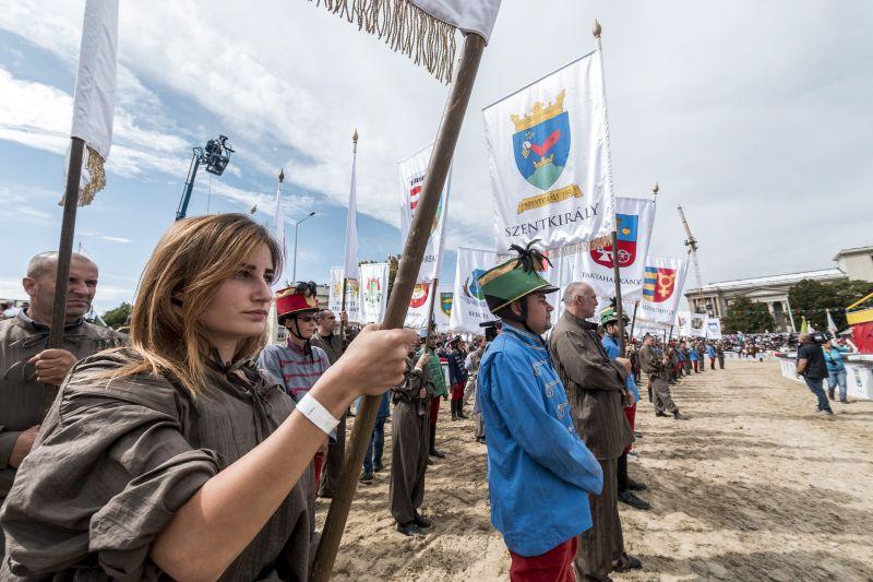 Kishuszárok felvonulásával kezdődött meg a Nemzeti Vágta – fotók