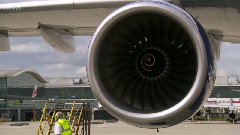 Kiürítették a British Airways egyik járatát Párizsban