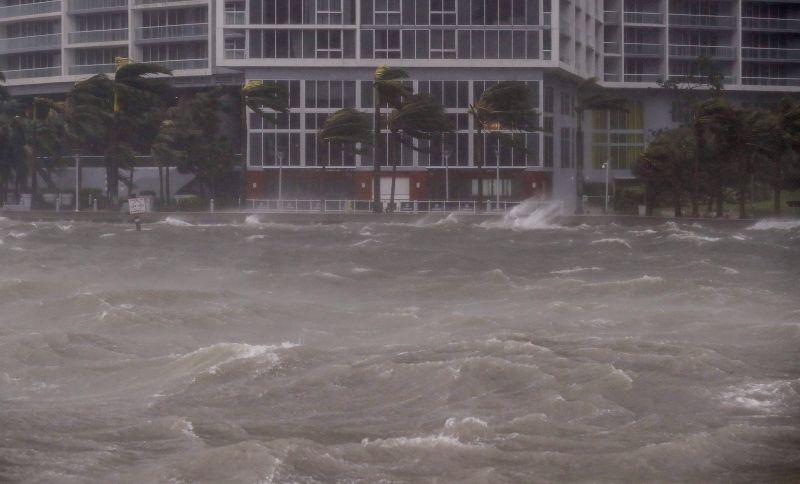 """Tovább pusztít a trópusi viharrá """"szelídült"""" Irma az Államokban"""