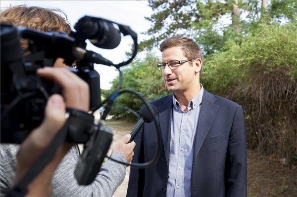 Kósa Lajos leköszönt, Gulyás Gergely lett a Fidesz új frakcióvezetője