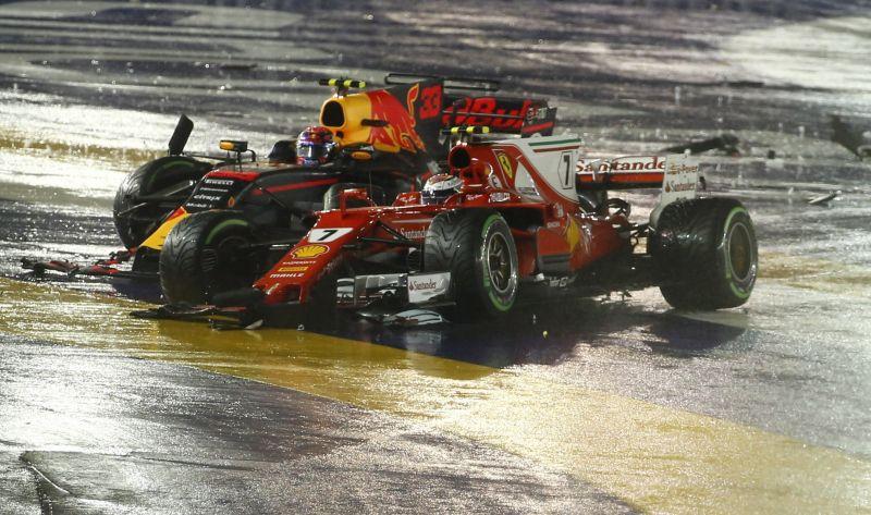 F1: Rögtön a szingarpúri káoszfutam elején kiesett Vettel és Räikkönen
