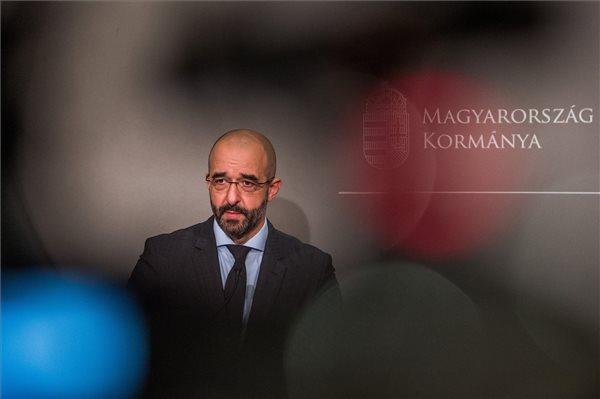 Kovács Zoltán kormányszóvivő ledrogosozott egy újságírót