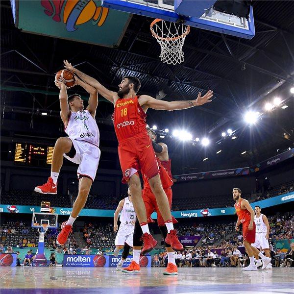 Kikapott a spanyoloktól a magyar férfi kosárlabda-válogatott
