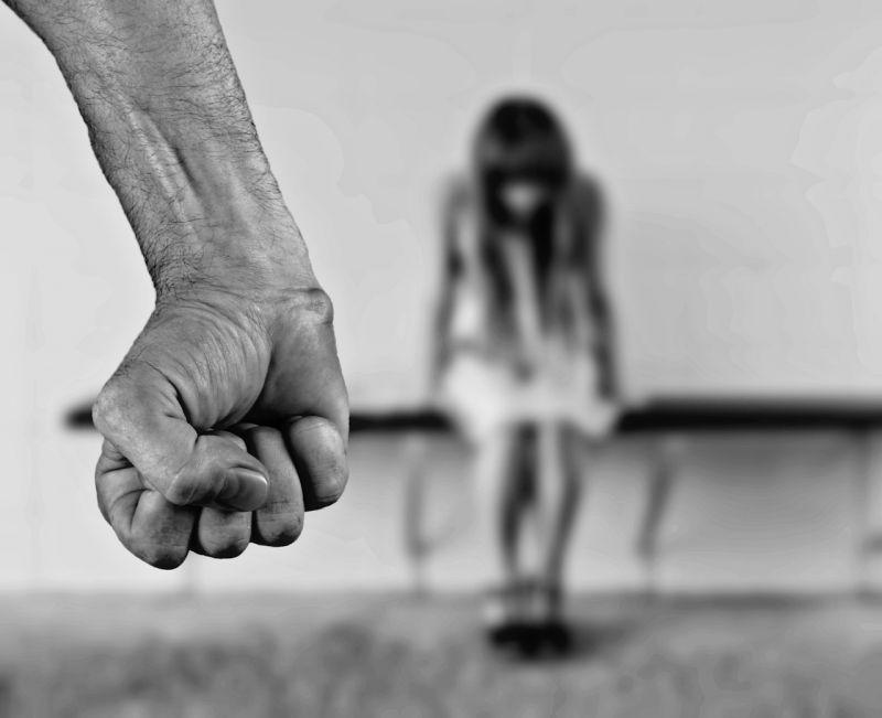 Eldurvult a házibuli, öten erőszakolták meg a bedrogozott tinit