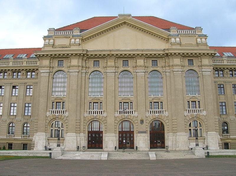 Putyin alapítványa milliókkal tolta meg a Debreceni Egyetemet