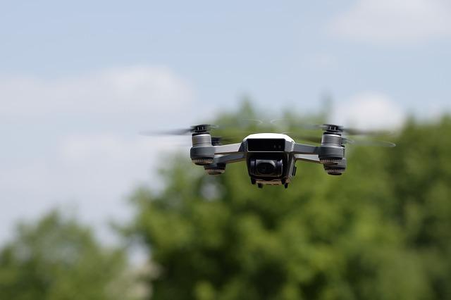 A saját kertünkben is be kell jelentenünk a drónreptetést