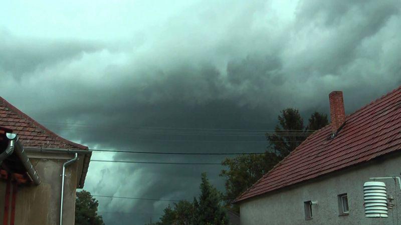 Viharos szél, heves zivatarok, sok eső: figyelmeztetést adott ki a meterológiai szolgálat