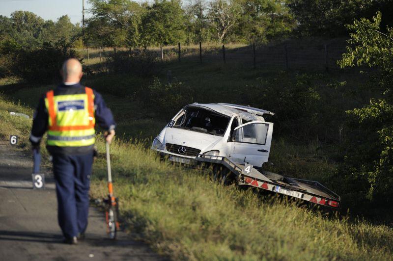 Két kisbusz ütközött, egy halálos áldozat az M5-ösön