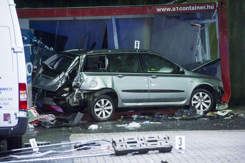 Halálos ütközés az M7-esen: itt a fotó a konténerbe becsapódott autóról