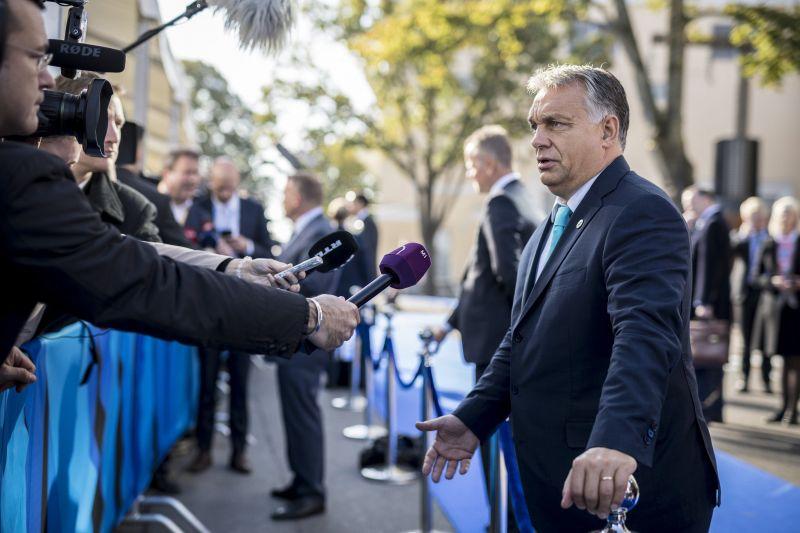 Orbán: nagyon helyes, hogy az őcsényiek hangosan kiálltak a menekültek ellen