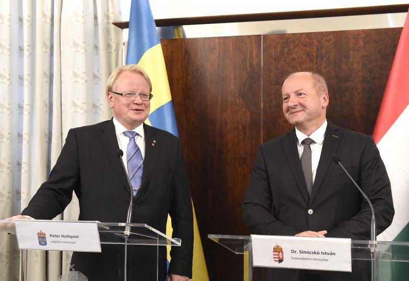 Svédekkel egyezkedett Magyarország a hadiipari együttműködésről – tartanak a keleti és déli veszélytől