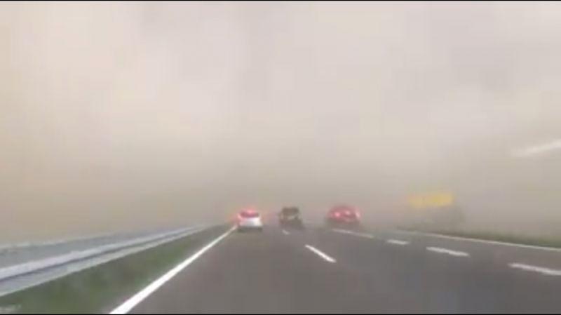 Elképesztő videó: így csapott le a szupercella a szerbiai autópályán