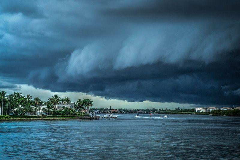 Három magyar diáklány a hurrikán veszélyzónájában ragadt Floridában
