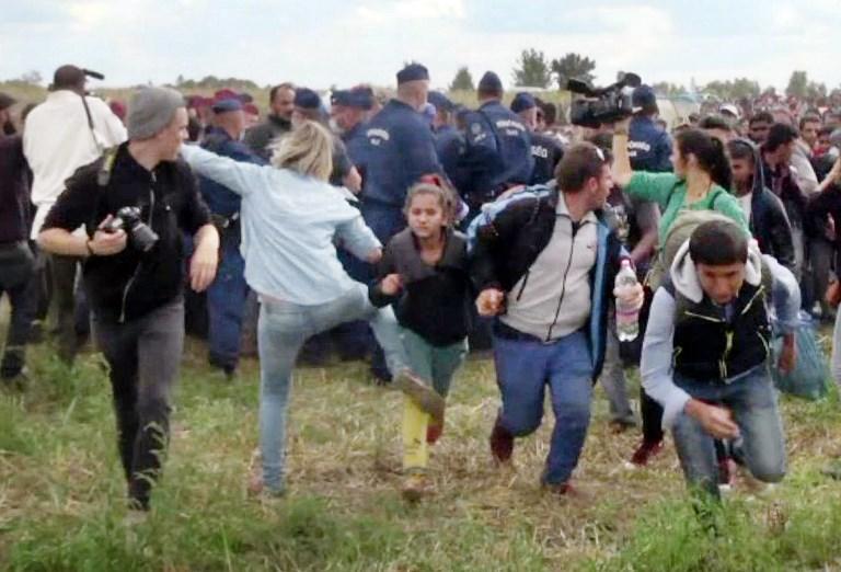 A menekülteket rugdosó operatőr jobbikos honatyát anyázott a parlamentben
