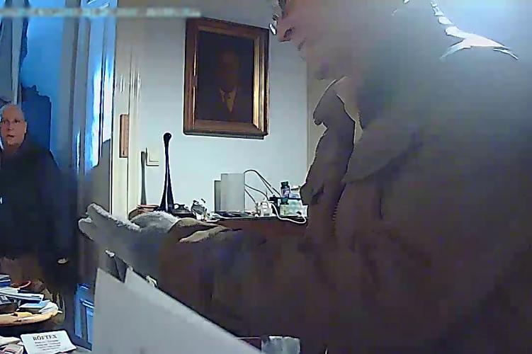 Három laptopot is elloptak, de a kamerát nem vették észre a betörők – fotó