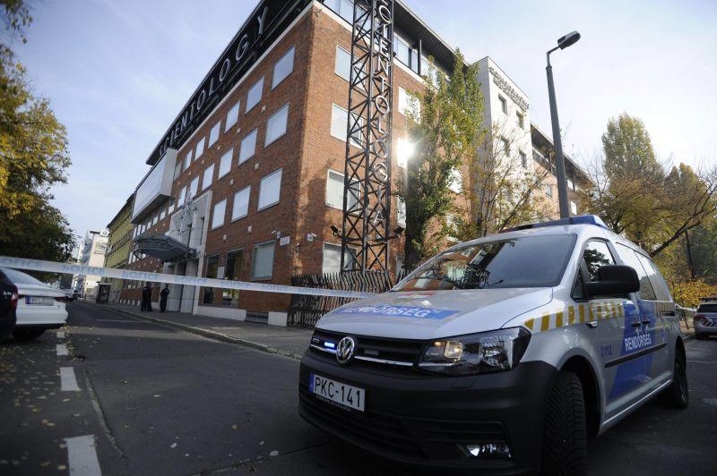Vallatószobákat találtak a rendőrök a szcientológusok irodájában