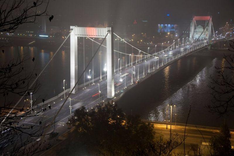 Újabb baleset az Erzsébet hídon, ismét négy autó ütközött
